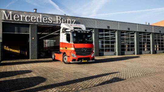 mercedes-benz-trucks-slider-2