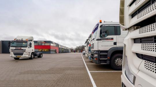 truck-trailer-lease-slider-2