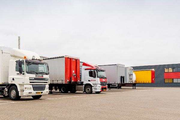 truck-trailer-merken-hero-mobiel