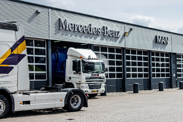 mercedes-benz-lease-trucks-hero-mobiel