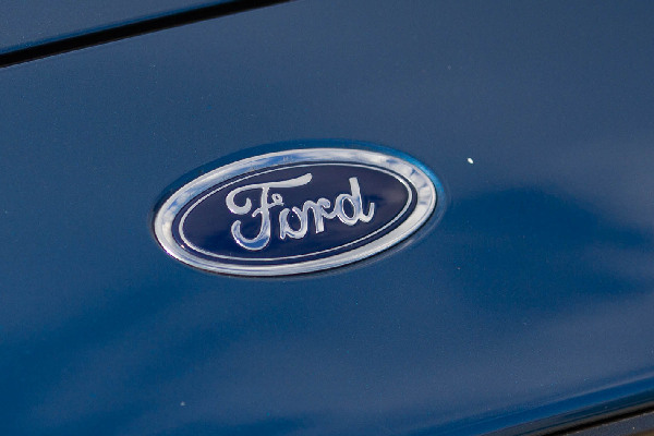 ford-services-protect-hero-mobiel