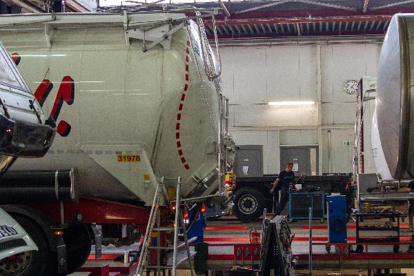 truck-trailer-renovatie-hero-mobiel