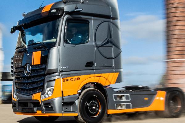mercedes-benz-trucks-hero-mobiel