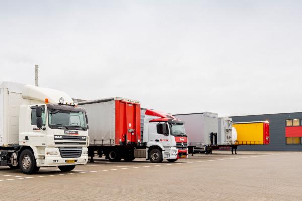 truck-trailer-vestigingen-hero-mobiel